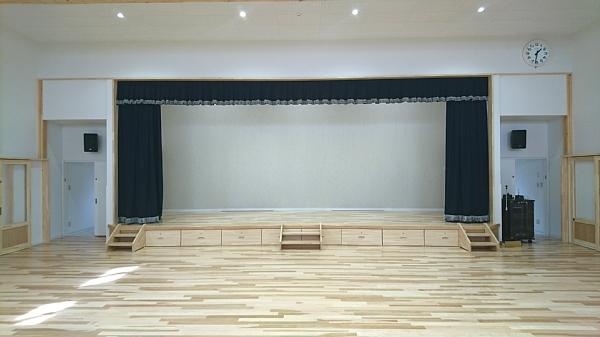 遊戯室ステージ600.jpg